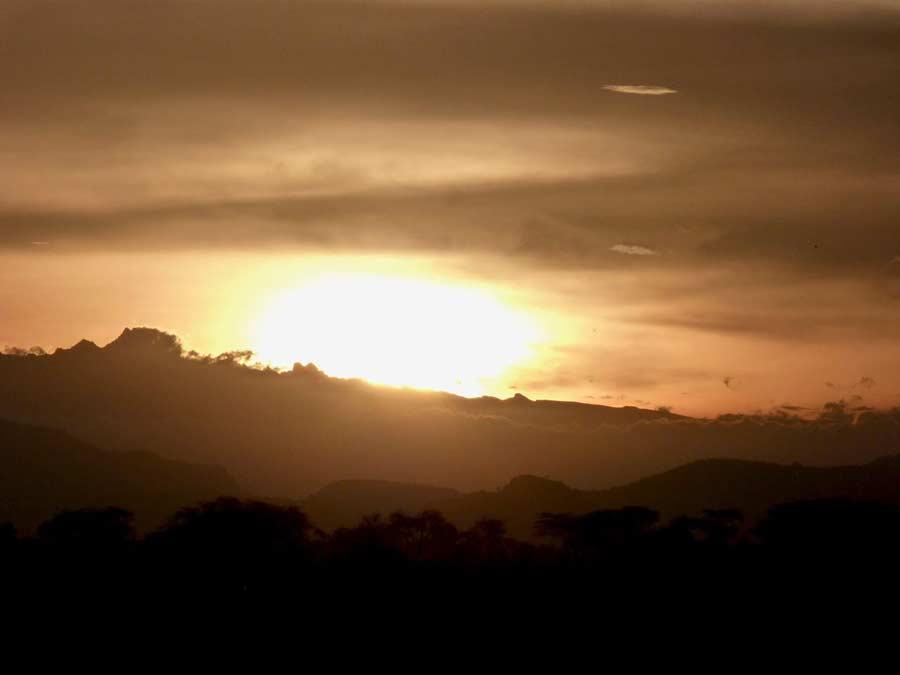 Kenia safari sundowner zonsondergang