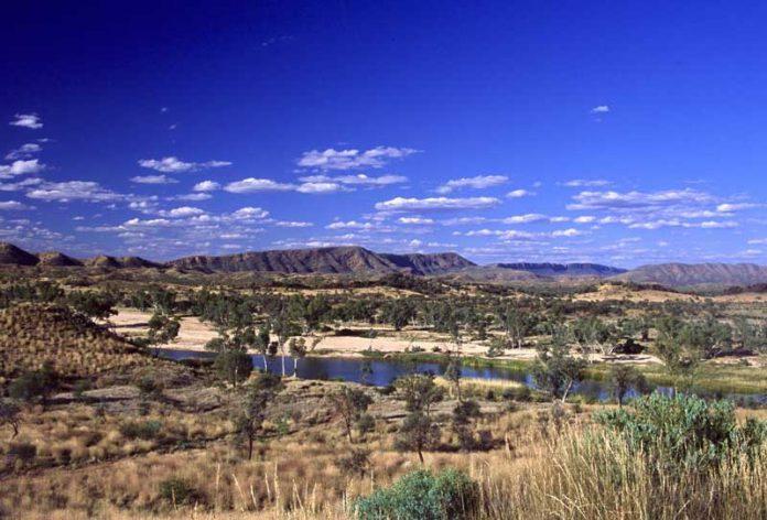 Alice McDonnall Ranges in Outback Australie