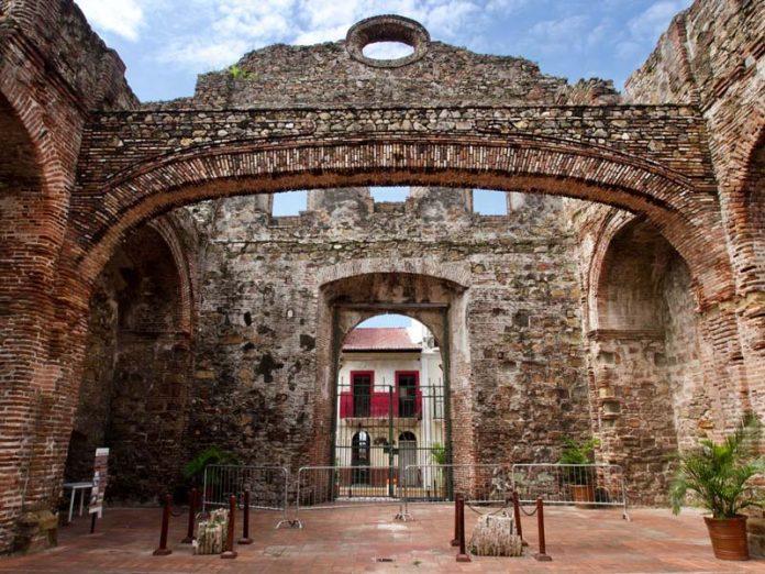 Bezoek tijdens vakantie Panama Stad is een van de oudste steden van Amerika.