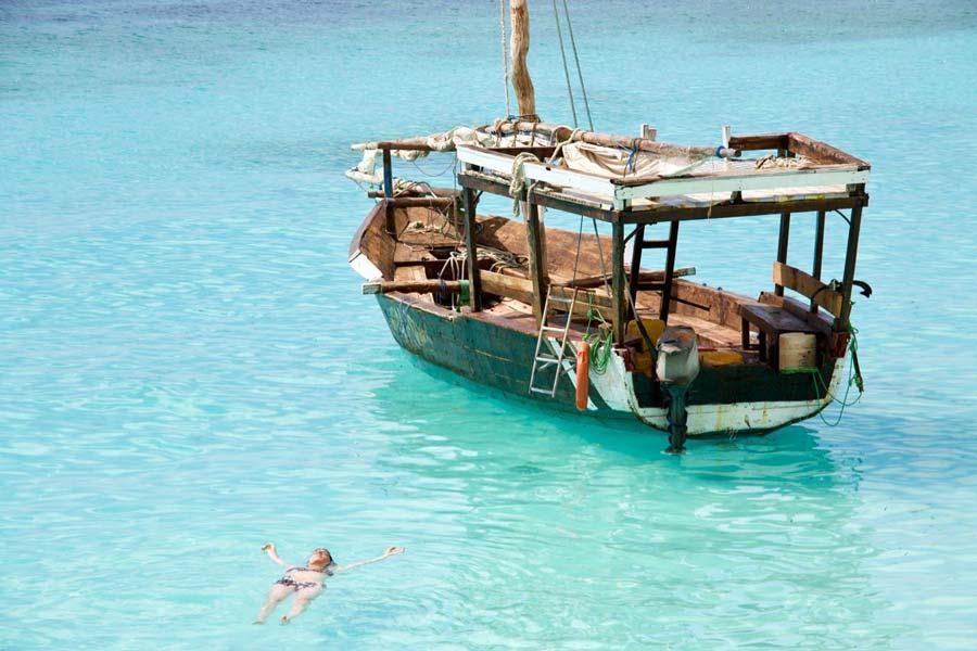 Zanzibar zwemmen strand