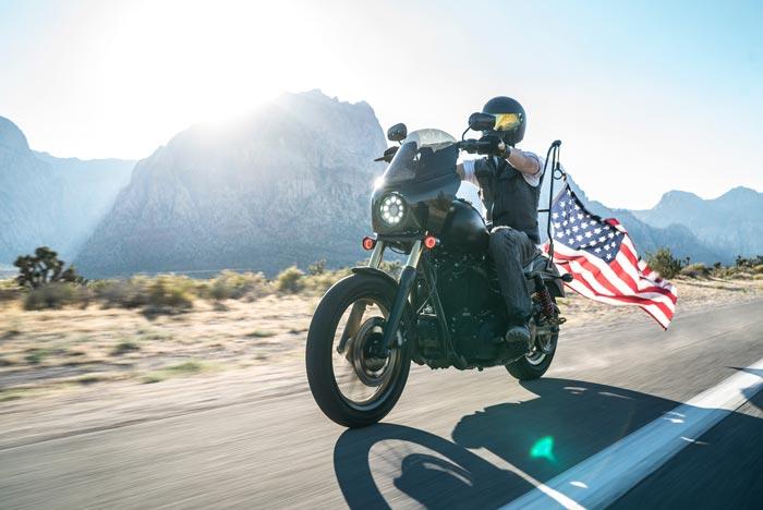 camperreis amerika motor komt voorbij