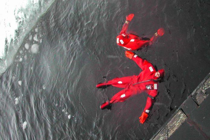 lapland finland IJsbreker ijszwemmen