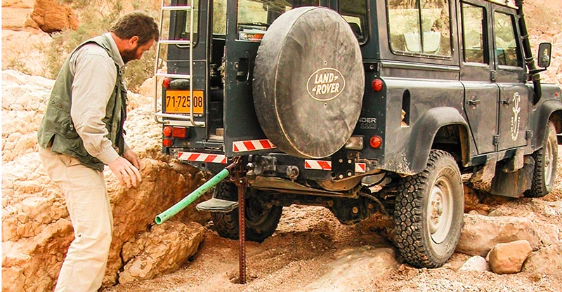 4WD vast in Negev Woestijn
