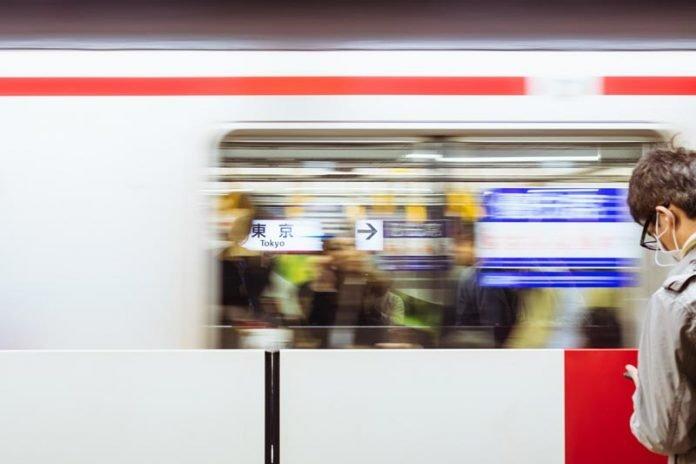 metro nemen is makkelijk tijdens stedentrip tokyo